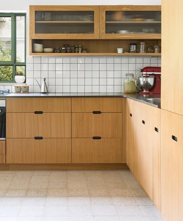 Décor do dia: cozinha em L com armário de madeira (Foto: Ido Aden)