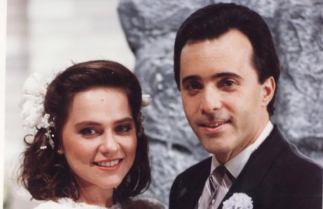 Tony posa com Vivianne Pasmanter nos bastidores de 'Felicidade', novela exibida entre 1991 e 1992 (Foto: Arquivo)