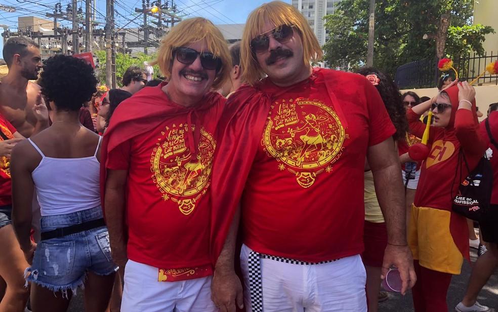 Wilson Albuquerque e Sérgio de Castro no bloco 'Eu me vingo de tu no carnaval', no Recife — Foto: Pedro Alves/G1
