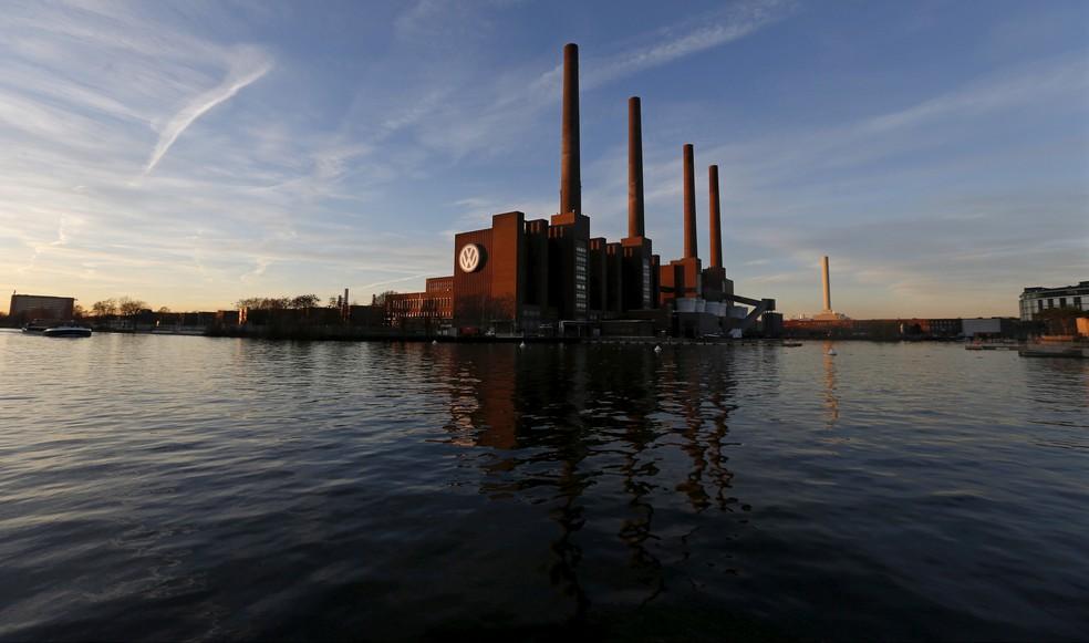 Fábrica da Volkswagen, em Wolfsburg, na Alemanha, em imagem de arquivo de 2015 (Foto: REUTERS/Carl Recine/File Photo)
