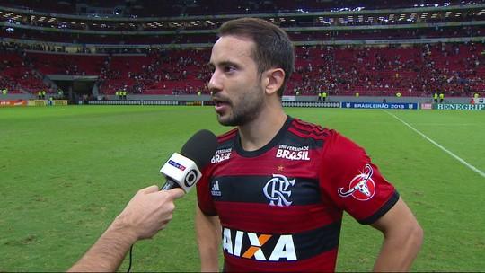"""Éverton Ribeiro: """"Time soube se portar. Não demos chances para eles"""""""