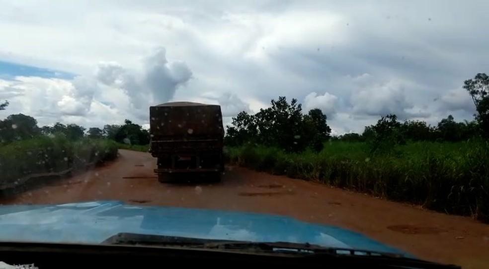 Motoristas correm riscos de acidente na TO-050 — Foto: Reprodução