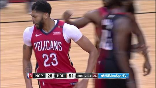 Davis toma toco e responde com enterrada no rebote. Pelicans 28 x 51 Rockets