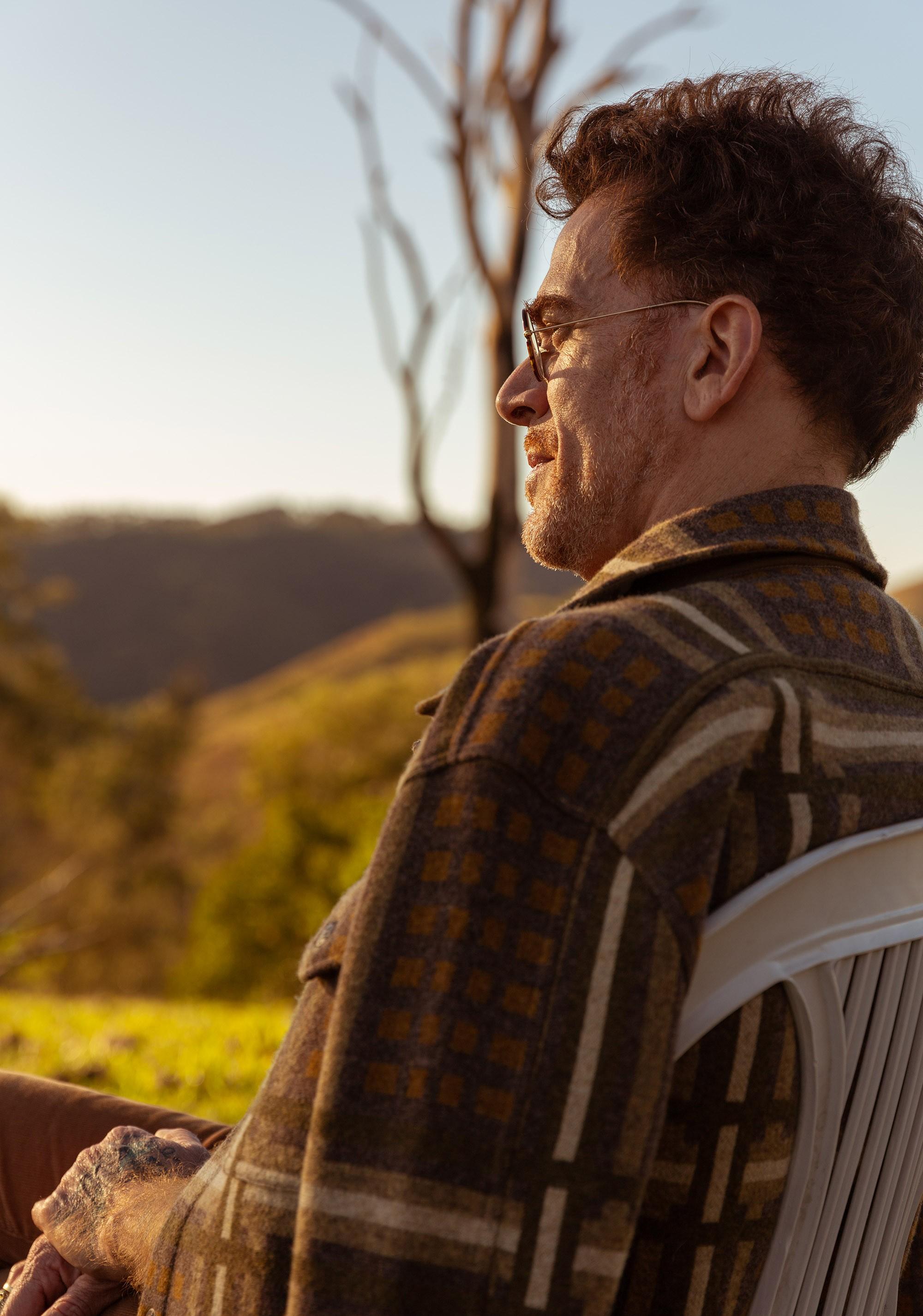 Nando Reis antevê o sol da liberdade afetiva no single 'Espera a primavera'
