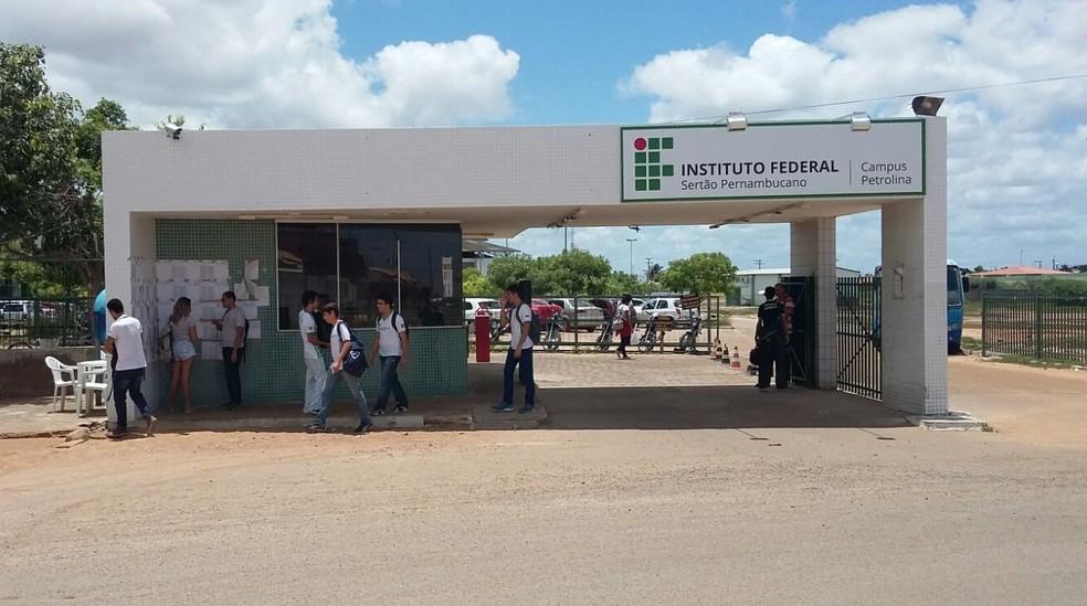 Entrada do IF Sertão-PE, Campus Petrolina  — Foto: Amanda Franco/G1