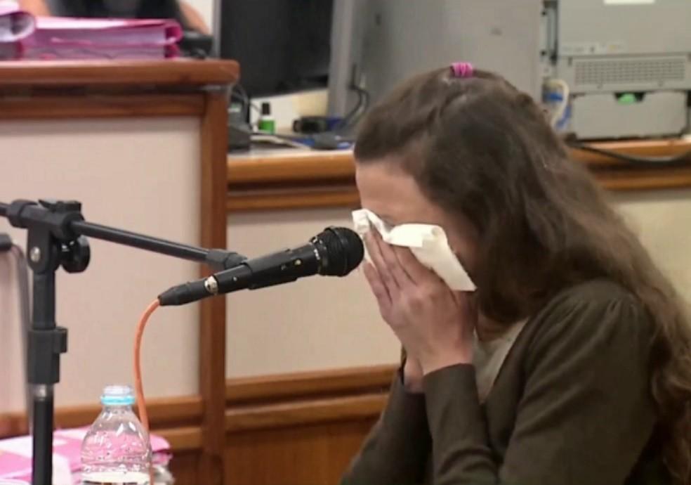 Graciele Ugulini chora ao falar sobre relação com Bernardo durante interrogatório no julgamento — Foto: Reprodução/TJ-RS