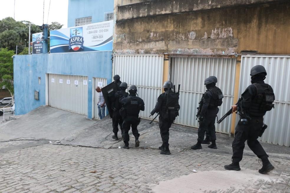 Alvos de operação do MP, sedes da Aspra na Bahia foram interditadas após determinação da Justiça na manhã desta quarta-feira (16) — Foto: Alberto Maraux/SSP