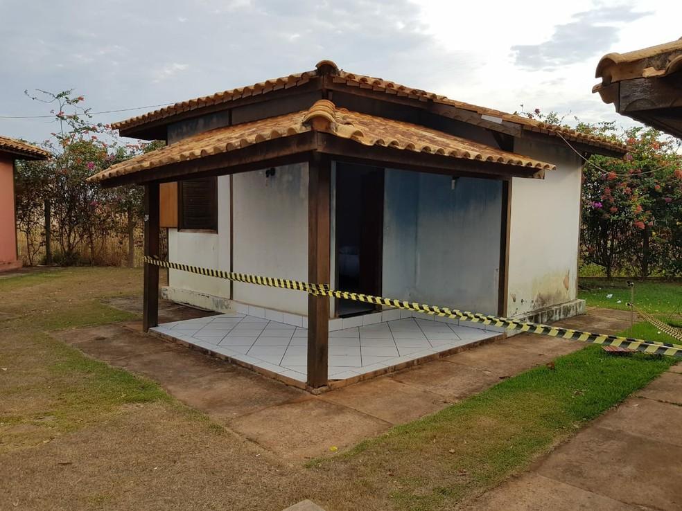 Polícia encontrou dono de site ainda com vida dentro de um dos quartos do hotel em São José do Rio Claro - Foto: Divulgação