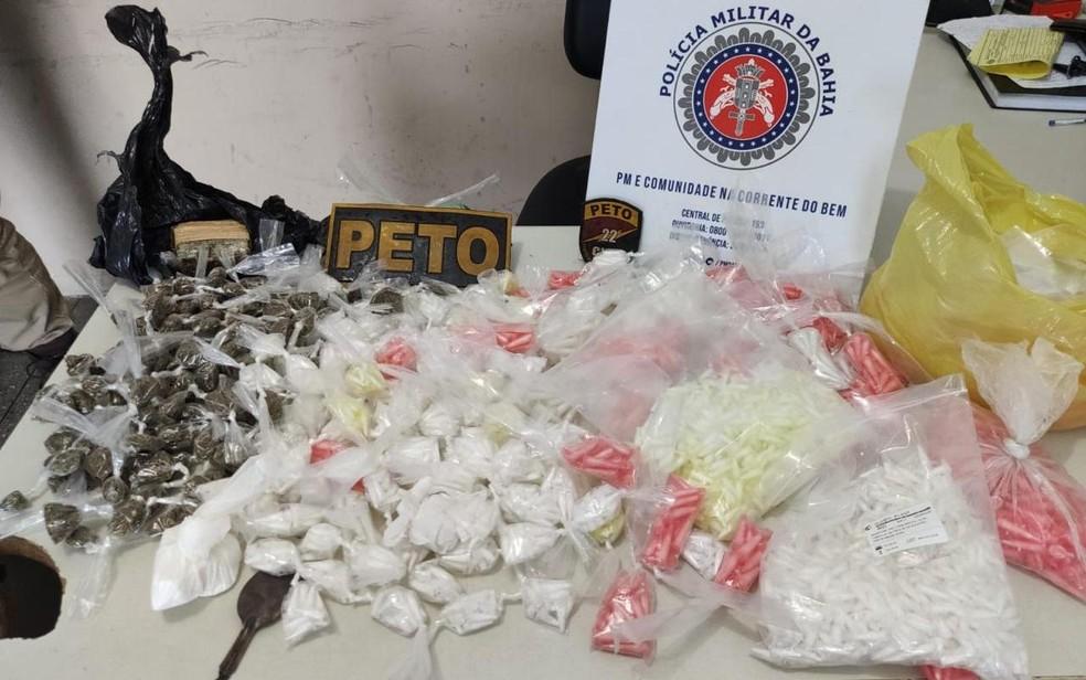 Mulher é presa suspeita de usar apartamento como ponto de venda de drogas na BA — Foto: SSP-BA/Divulgação