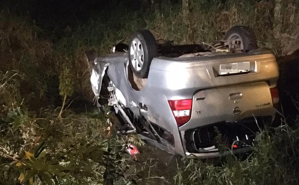 Acidente deixa três pessoas mortas e outras duas feridas em Gravataí — Foto: Samuel Vettori/RBS TV