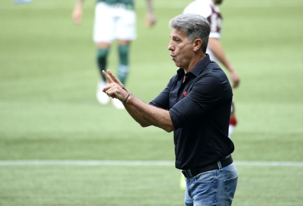 Renato valoriza vitória do Flamengo com baixas e exalta reforço: Nível de seleção brasileira