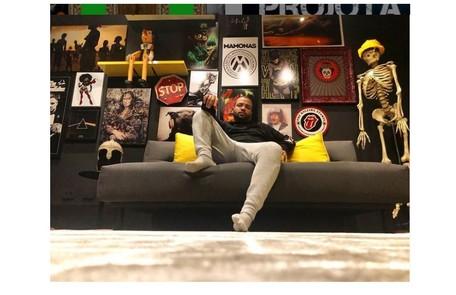 A sala do cantor tem objetos da cultura pop e referências ao rap Reprodução/Instagram