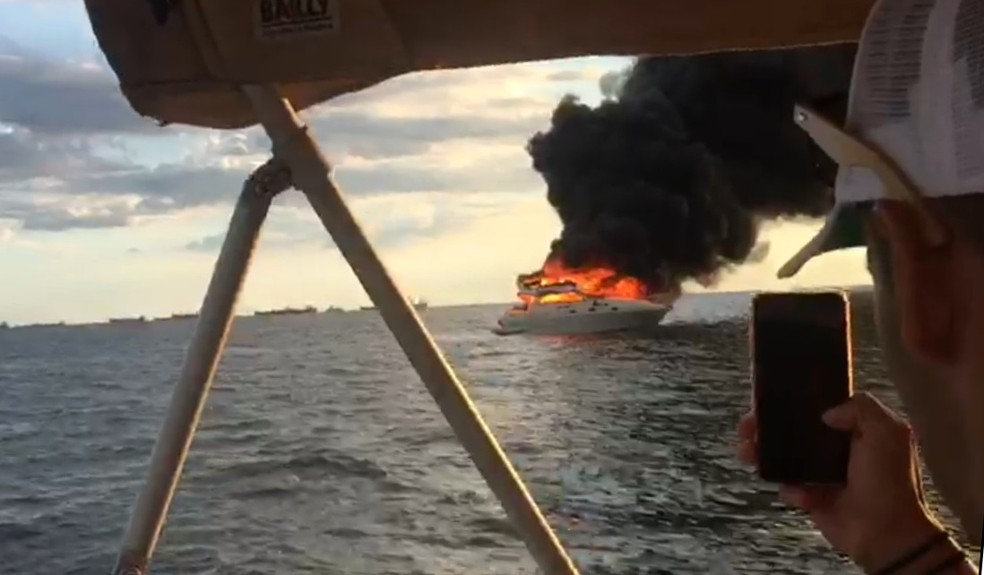 Tripulantes de outras embarcações registraram imagens (Foto: Diego Salomão Schleetz/Arquivo Pessoal)