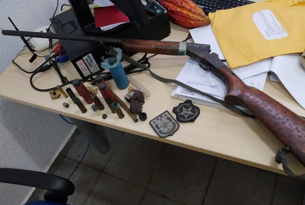 Suspeito de ter matado a vizinha em 2016 foi preso em 2020 e com ele apreendido arma e munições, em Alenquer — Foto: Polícia Civil de Alenquer/Divulgação