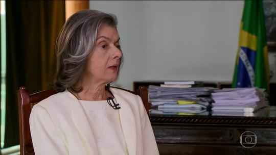 """Cármen Lúcia suspende ação que liberava """"cura gay"""""""