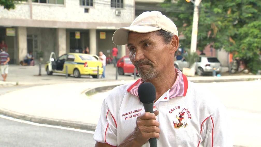 Raimundo Nonato chegou às 19h de terça (14) para tentar ser atendido pela Receita nesta quarta (15) — Foto: Reprodução/TV Globo