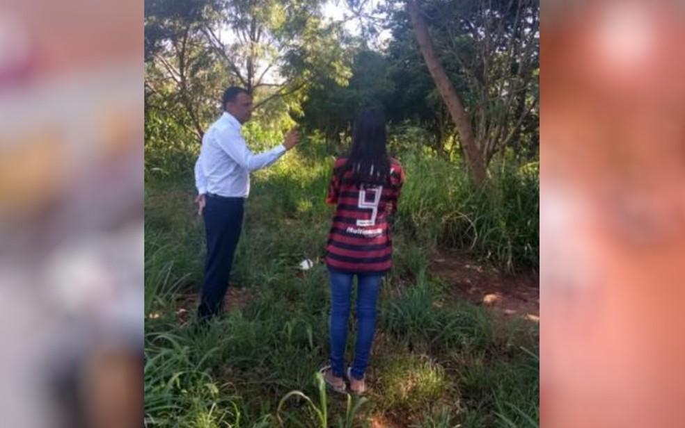 Estudante de 15 anos indica à polícia local onde corpo foi queimado, em Rio Verde — Foto: Polícia Civil de Goiás/Divulgação