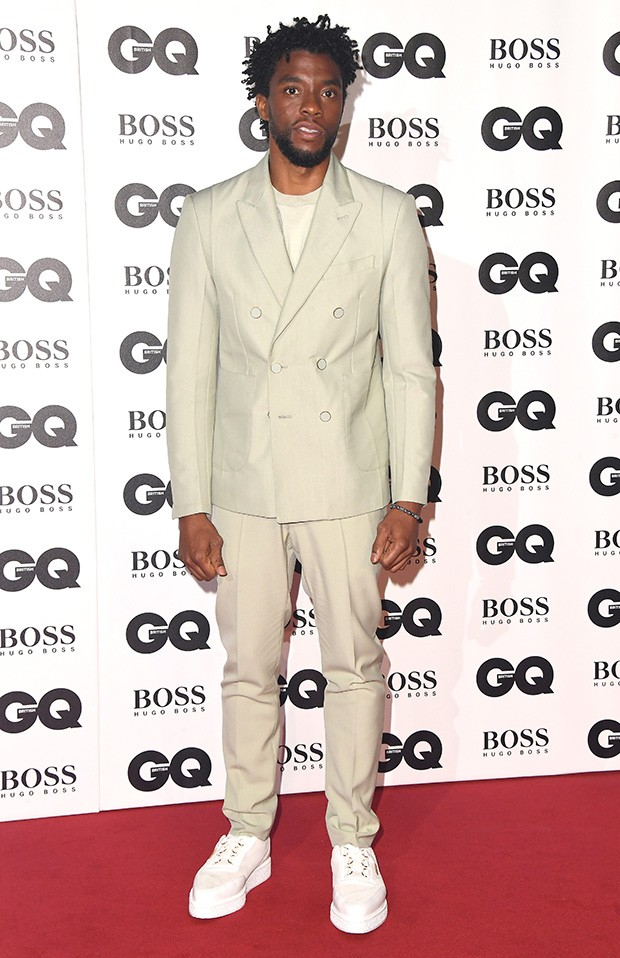 Chadwick Boseman no tapete vermelho do evento GQ Men of The Year Awards 2018 (Foto: Getty Images)