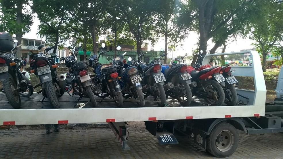 Em uma blitz da Operação Octopus, em Olinda, foram apreendidas 25 motos, em um dia (Foto: Prefeitura de Olinda/Divulgação)