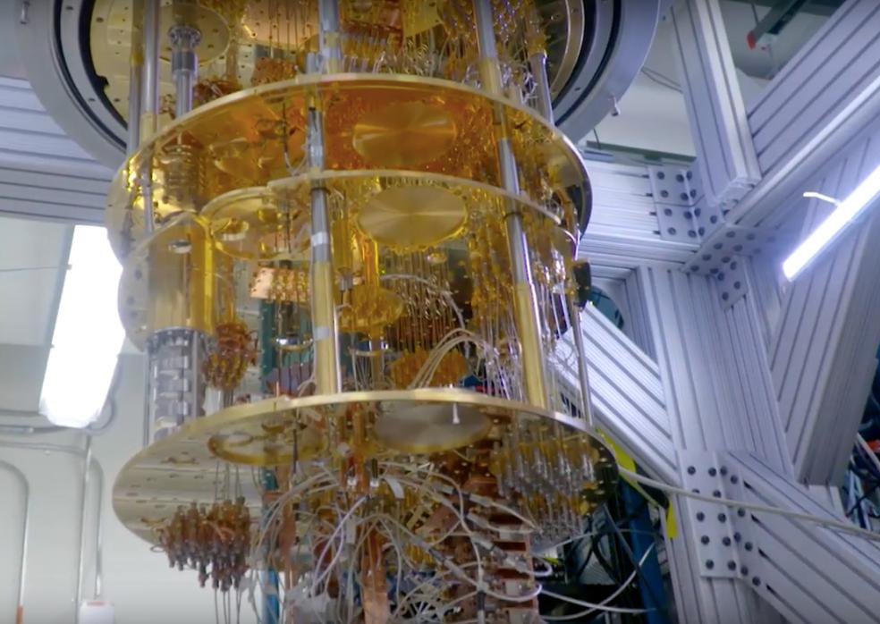 Componentes do computador precisam ser resfriados a temperaturas mais baixas do que as encontradas no espaço entre as estrelas — Foto: Divulgação/IBM