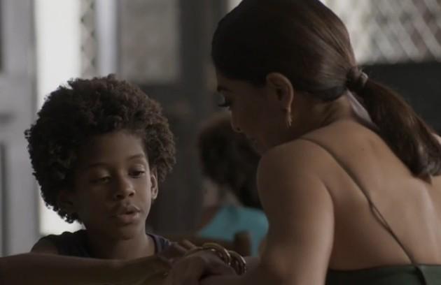 Na segunda-feira (5), Carolina (Juliana Paes) revela a Arthur(FabioAssunção) que Gabriel (Ícaro Zulu) é soropositivo (Foto: TV Globo)