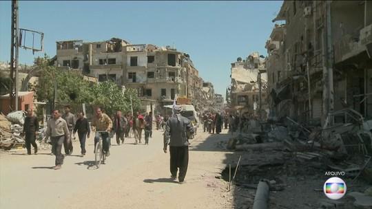Agentes de controle de armas químicas da Opaq entram na cidade síria de Duma
