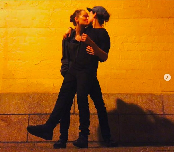 A atriz Ellen Page com a esposa, a dançarina Emma Portner (Foto: Instagram)