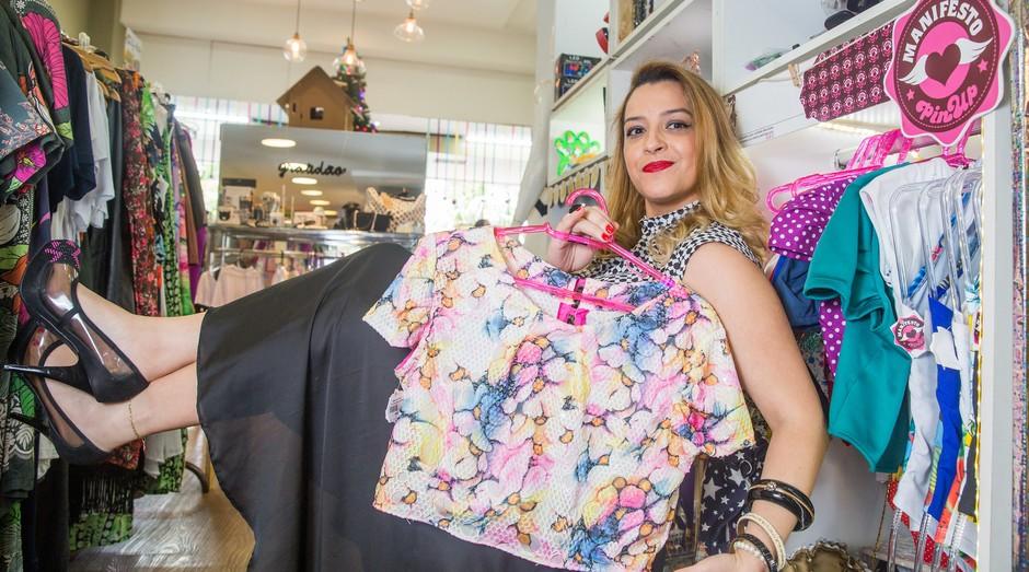 Jordana Donizetti é proprietária da confecção de roupas Manifesto Pin Up.  (Foto: Ricardo Yoithi Matsukawa/Sebrae-SP.)