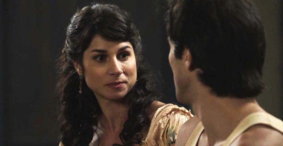 Mariana incentiva Luccino a se aceitar e a buscar a felicidade  (Foto: TV Globo)