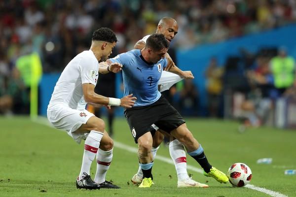 Cristian Rodríguez em ação no jogo contra Portugal (Foto: Getty Images)
