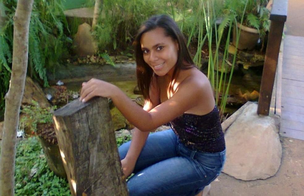 Edimila Ferreira Borges, 18 anos, foi morta com um tiro na cabeça em praça de Goiânia — Foto: Reprodução / Facebook