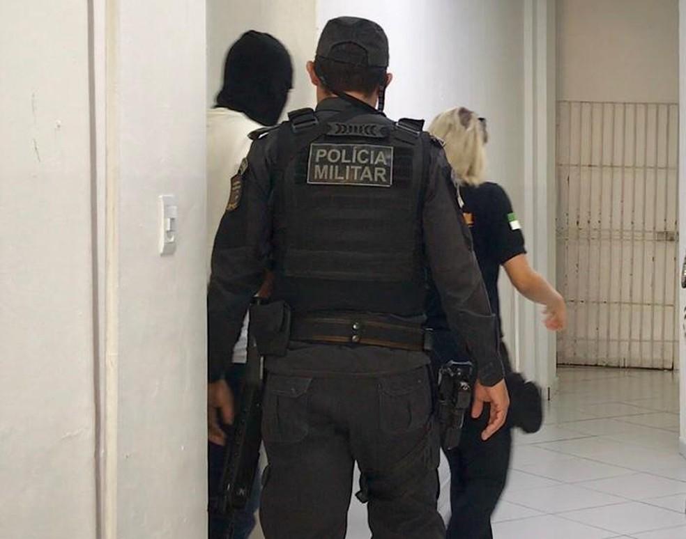 Policial Militar está detido em Natal — Foto: Kléber Teixeira/Inter TV Cabugi