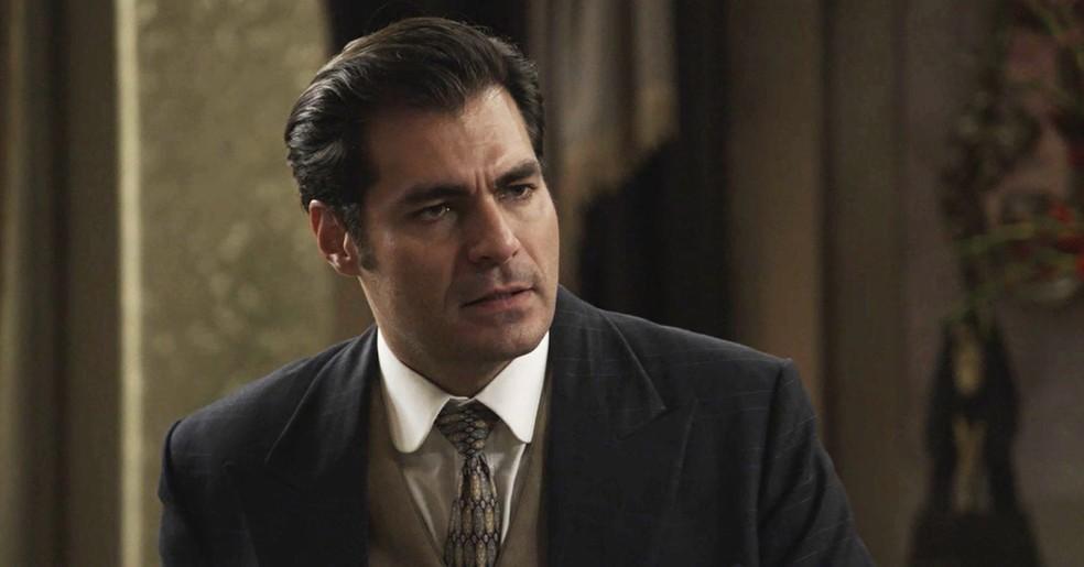 Darcy não aceita ser acusado por Lady Margareth (Foto: TV Globo)