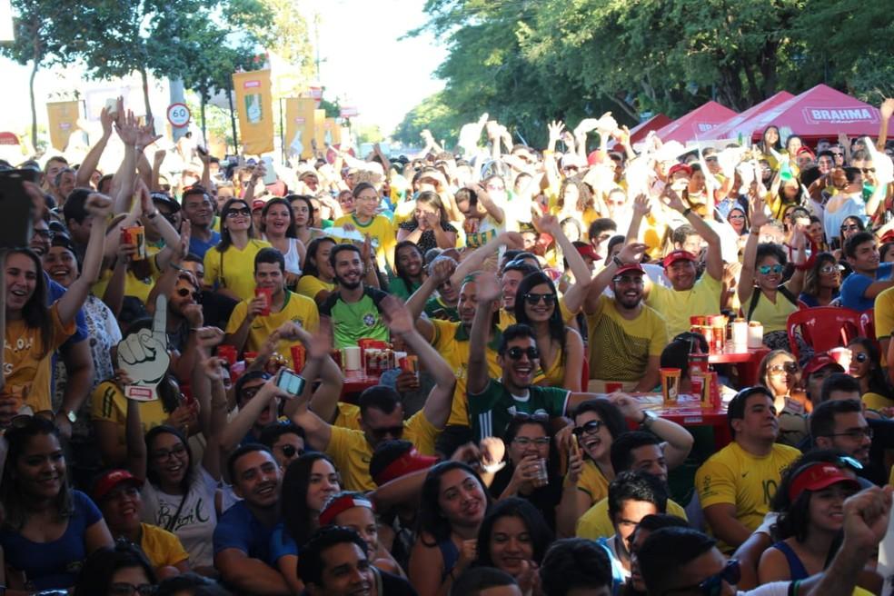 Arena Teresina tem recebido milhares de pessoas durante os jogos do Brasil na copa (Foto: José Marcelo/G1 PI)