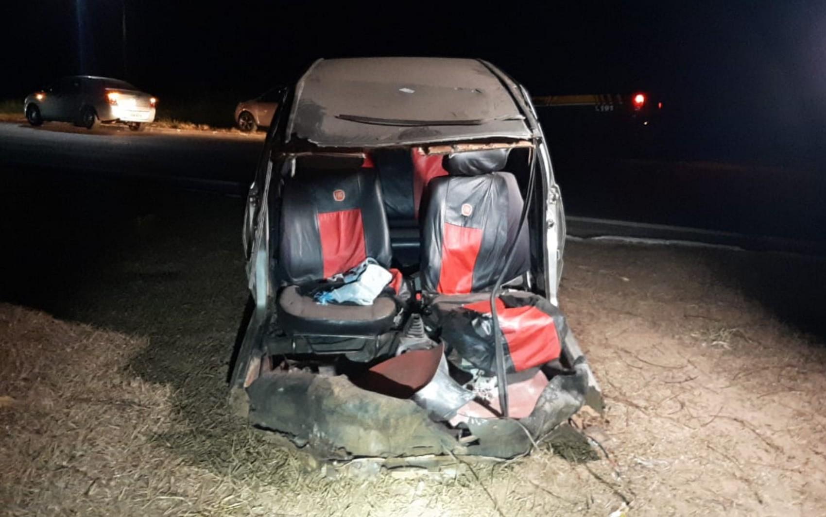 Motorista sai praticamente ileso após carro se partir ao meio em acidente em Santa Rita do Araguaia