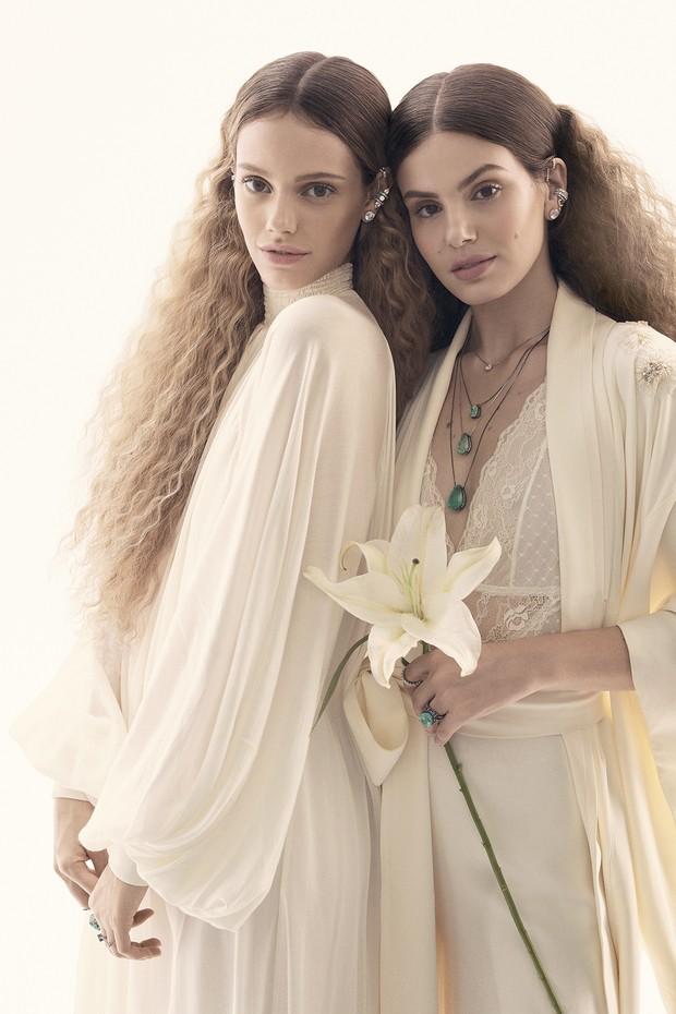 Vogue Noiva com Laura Neiva e Camila Queiroz (Foto: Gil Inoue/ Vogue Brasil)