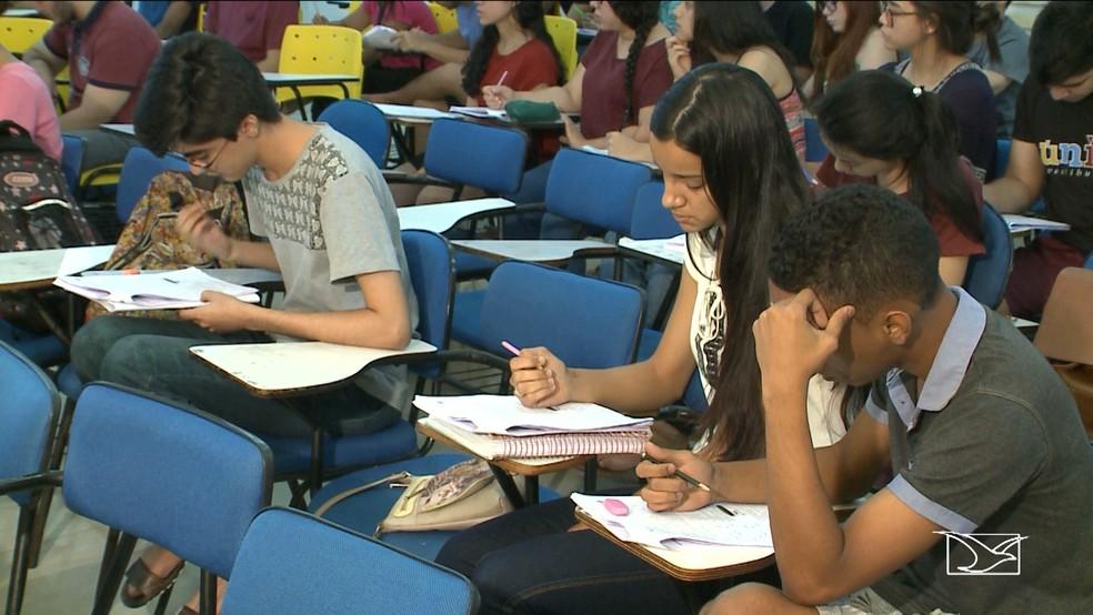Estudantes se preparam para o segundo dia de provas do ENEM no Maranhão (Foto: Reprodução/TV Mirante)