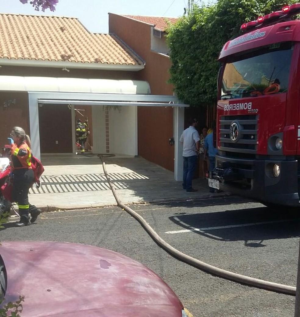 Avião cai sobre casa em Rio Preto (Foto: Arquivo Pessoal)