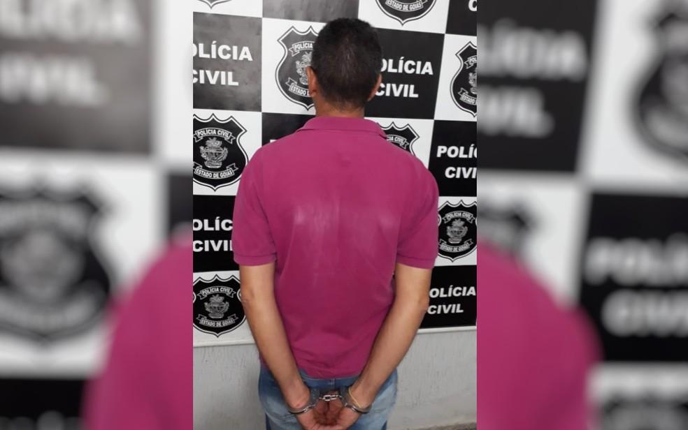 Homem de 53 anos foi preso suspeito de estuprar a enteada, em Trindade — Foto: Divulgação/Polícia Civil