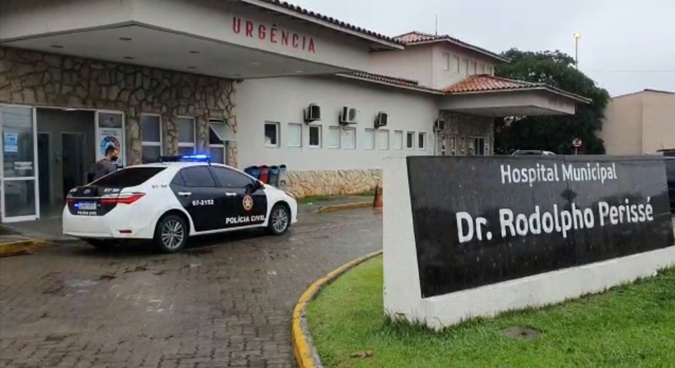 Hospital de Búzios é um dos alvos de mandados de busca e apreensão em operação contra desvios e fraudes na Saúde de Arraial do Cabo, no RJ — Foto: Divulgação/Polícia Civil