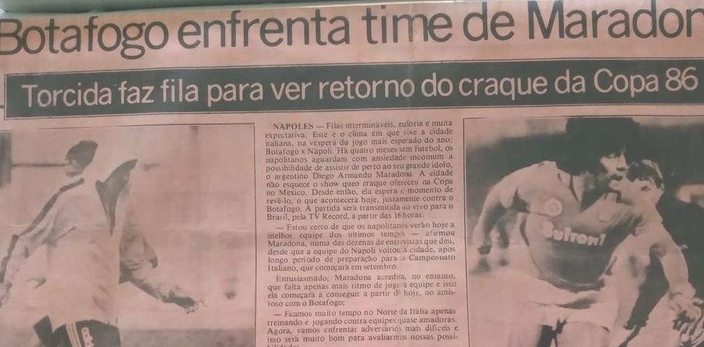 Jornal da época destaca amistoso entre Napoli e Botafogo — Foto: Luiz Cláudio Simão/Arquivo Pessoal
