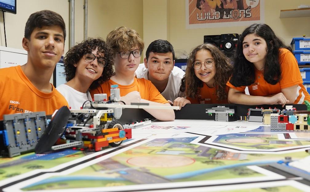 Alunos do Sesi de Nova Iguaçu participam de torneio de robótica — Foto: Marcos Serra Lima/G1
