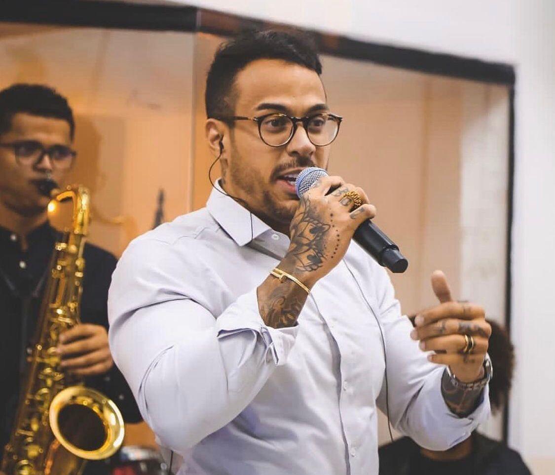 Condenado na 'máfia dos concursos', cantor do DF é indiciado após dar golpe de R$ 270 mil em lojas de luxo
