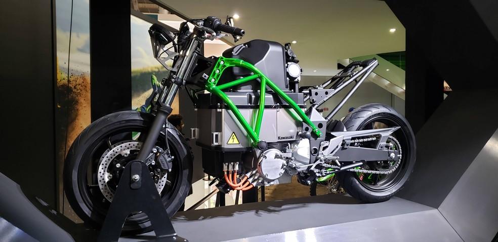 Protótipo de moto elétrica da Kawasaki estava no Salão de Milão 2019 — Foto: Rafael Miotto/G1