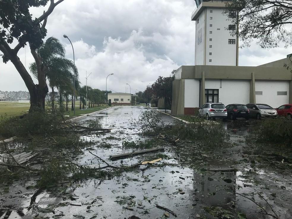 Chuva forte provoca estragos na AFA em Pirassununga (Foto: VC no G1)