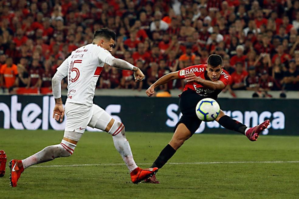 Autor do gol do jogo de ida, Bruno Guimarães custou R$ 800 mil ao Athletico — Foto: Albari Rosa/Gazeta do Povo