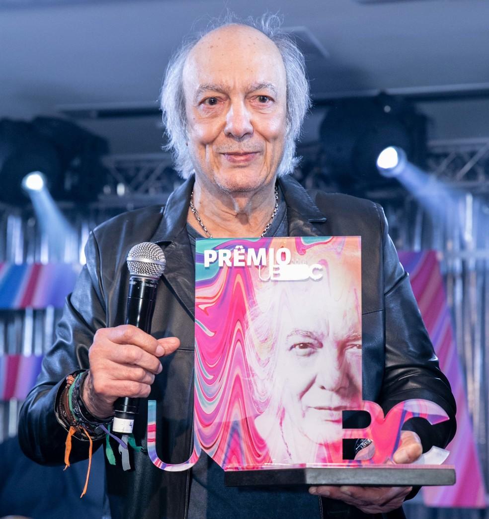 Erasmo Carlos recebe no Rio de Janeiro o 'Prêmio UBC' pelo conjunto da obra — Foto: Divulgação UBC / Miguel Sá