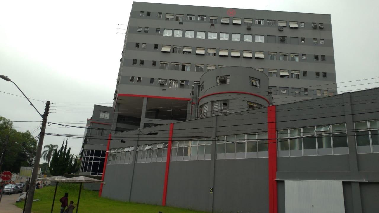 Funcionária de hospital de Curitiba morre de Covid-19, diz instituição