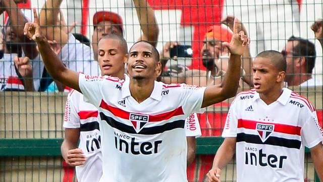Gabriel Novaes comemora o primeiro gol do São Paulo