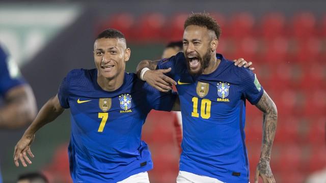 Richarlison e Neymar em Paraguai x Brasil, pelas Eliminatórias da Copa do Mundo de 2022